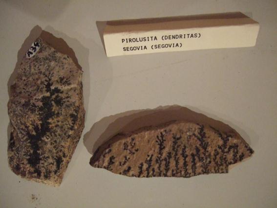 dendritas-de-pirolusita-en-m3rf-valseca